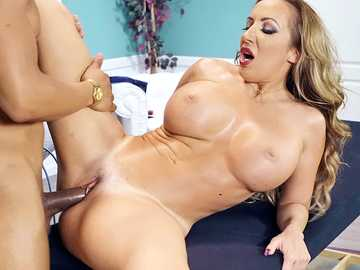 Richelle Ryan works in tanning salon and services her black client to the full