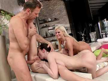 Threesome anal meeting of Candee Licious, Liz Heaven and Mia Reese