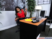 Diamond Jackson loves getting her feet rubbed, but her employee, Levi, is tired of doing it. ...