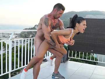 Tattooed sport instructor drills the lovely brunette Apolonia Lapiedra on the balcony